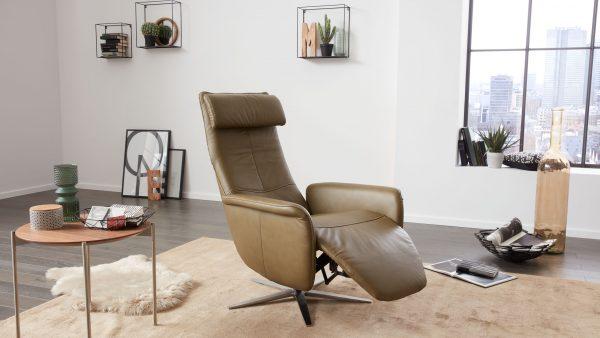 Interliving-Sessel-Serie-4540-Fussteil-ausgeklappt-600x338